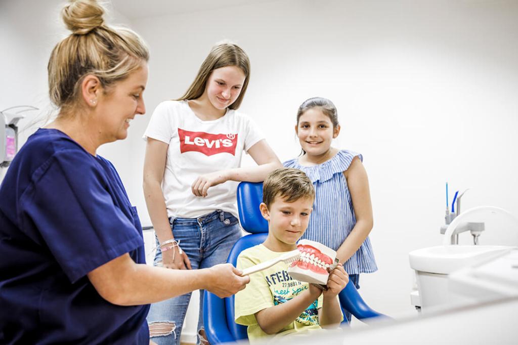 Zahnarzt Viersen - Guen - Leistungen - Kinderzahnheilkunde in unserer Praxis
